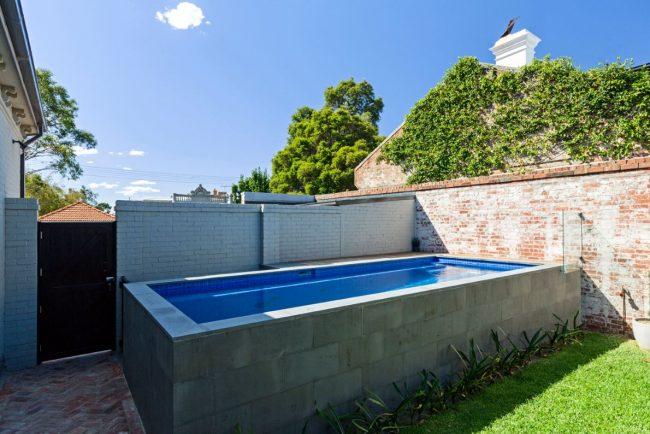 Luxury pool building in Carlton